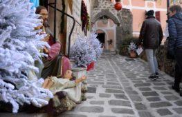 Сотни Рождественских вертепов украсили французский городок
