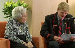 Австралийские подростки подружились с жителями дома престарелых