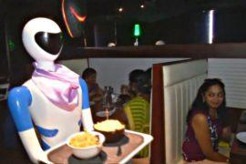 Ресторан в Индии заменил официантов роботами