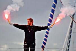 Француз обогнул Землю на яхте и установил рекорд