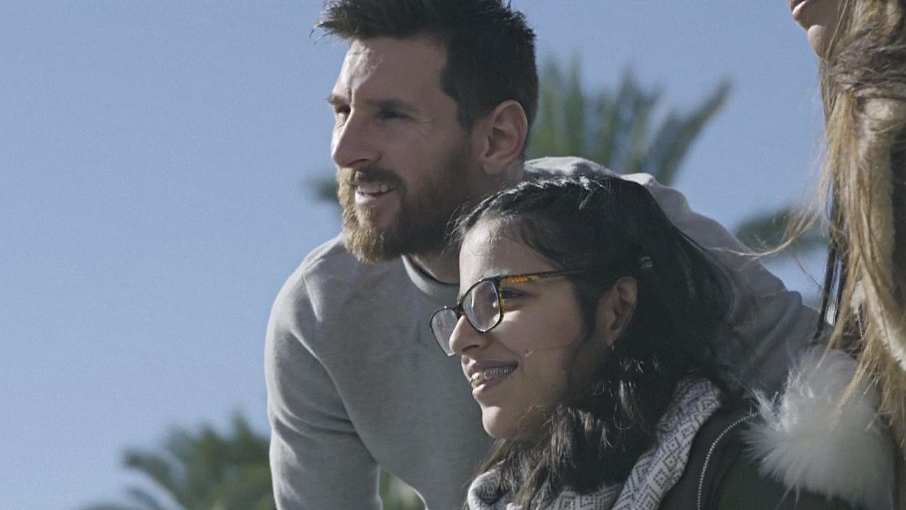 Беженка из Сирии осуществила мечту: встреча со звёздами ФК «Барселона»