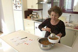 Стамбульские мамы готовят обеды для работающих людей