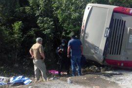 В Мексике перевернулся автобус с туристами, есть жертвы