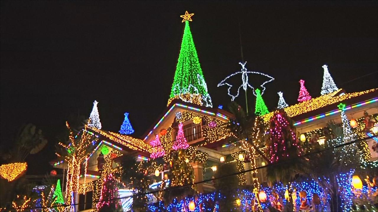 Филиппины: особняк в рождественских огнях открыли публике