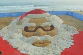 Огромный Санта-Клаус из песка появился в Индии
