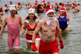 Берлинские моржи совершили традиционный рождественский заплыв