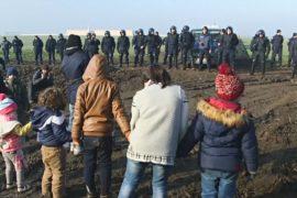 Мигранты установили палаточный лагерь и требуют пустить их в Хорватию