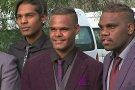 Для малообеспеченных школьников-аборигенов устроили настоящий выпускной