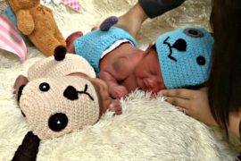 Новый год к нам мчится: в тайском роддоме младенцев одевают в костюмы щенят