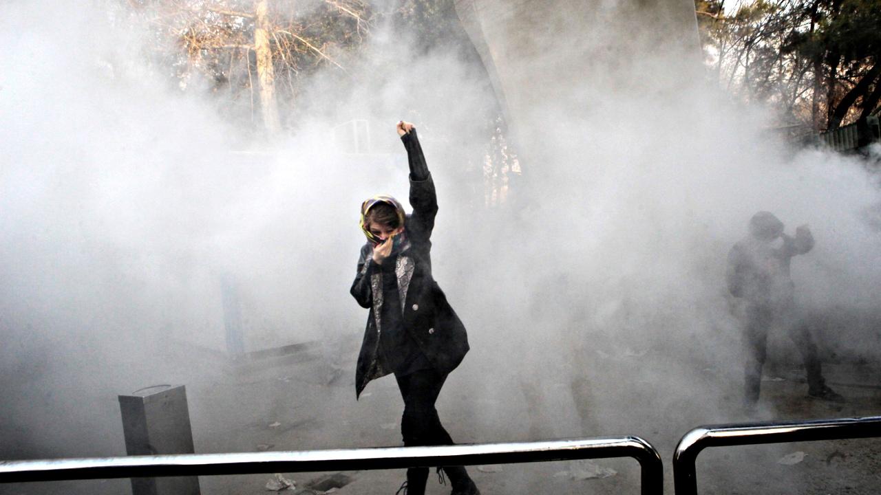 Протесты в Иране: власти ограничивают доступ в Instagram и Telegram