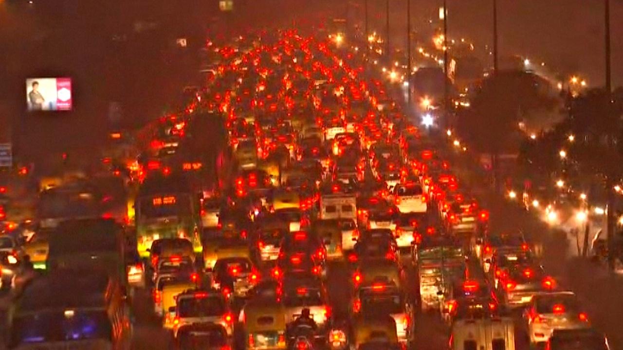 Нью-Дели парализовала огромная автомобильная пробка