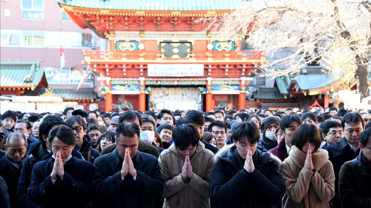 Первый день работы Токийской биржи: о чём молились тысячи японцев