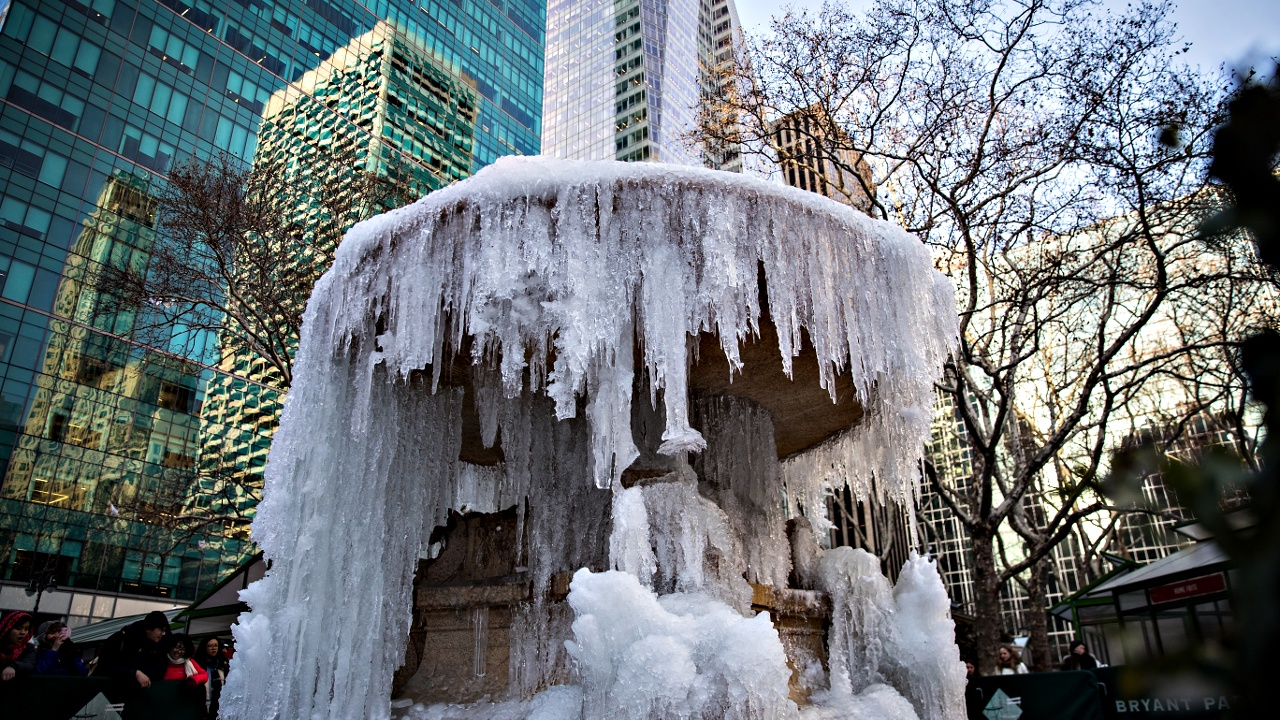 В Нью-Йорке замёрзли фонтаны