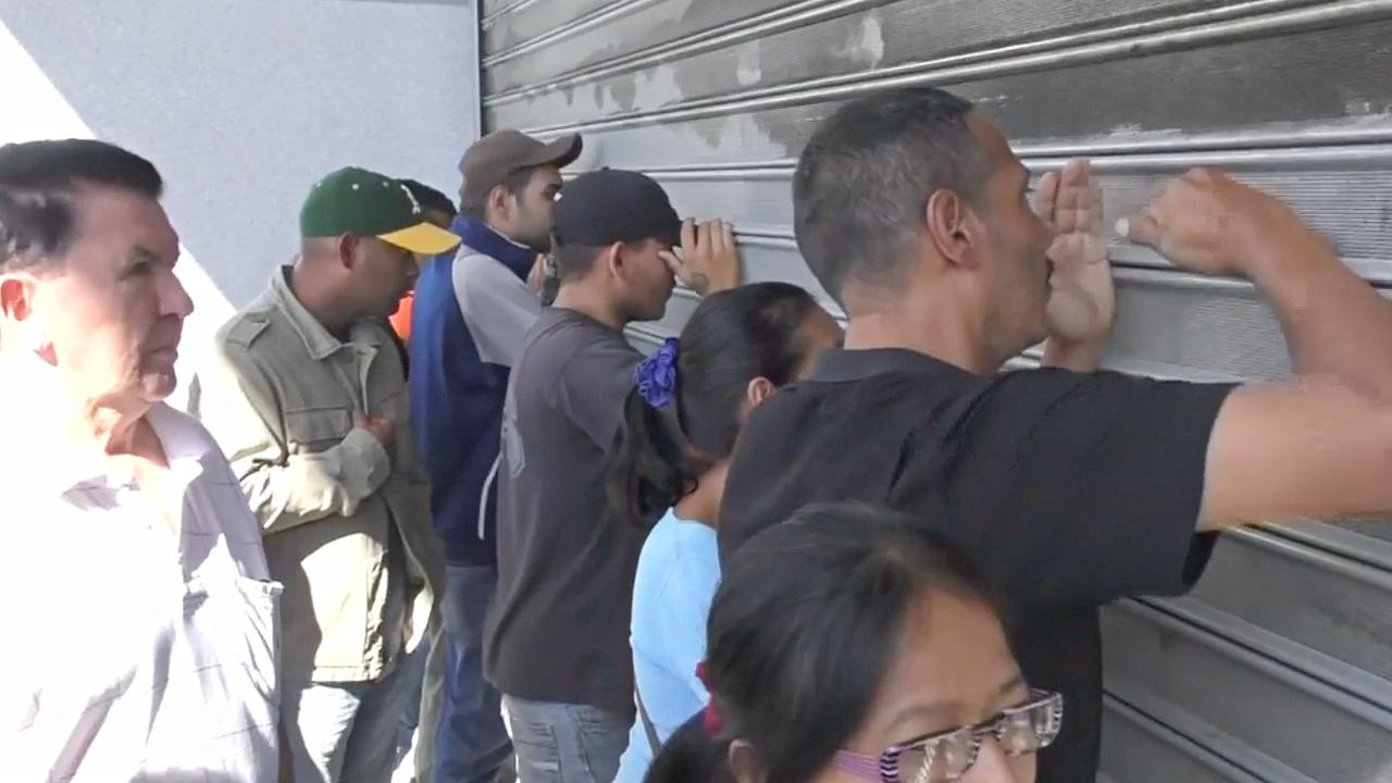 Венесуэльцы осаждают магазины после понижения цен