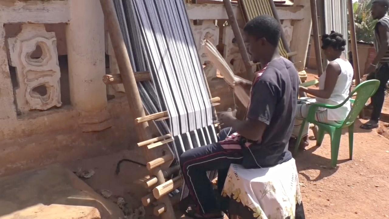 Камерунцы восстанавливают туризм ткачеством