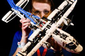 Взрослые поклонники Lego показывают свои творения на съезде в Калифорнии