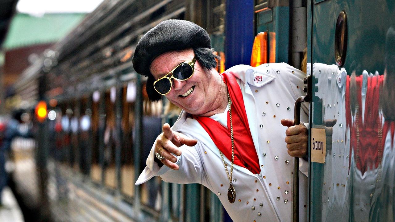 Сотни поклонников Элвиса Пресли едут на фестиваль на спецпоезде