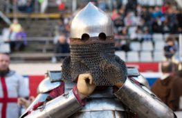 В жаркой Бразилии устроили рыцарский турнир