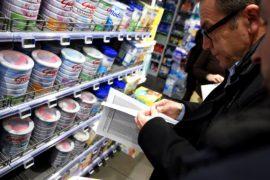 Французским супермаркетам предъявят иски из-за опасного молока