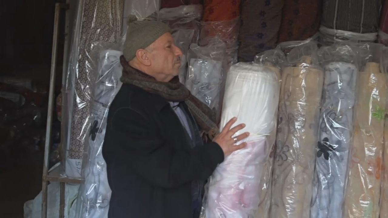 На полуразрушенный древний рынок в Алеппо возвращаются торговцы