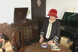 Японка и её муж живут в доме, где все предметы — 20-30-хх годов XX века