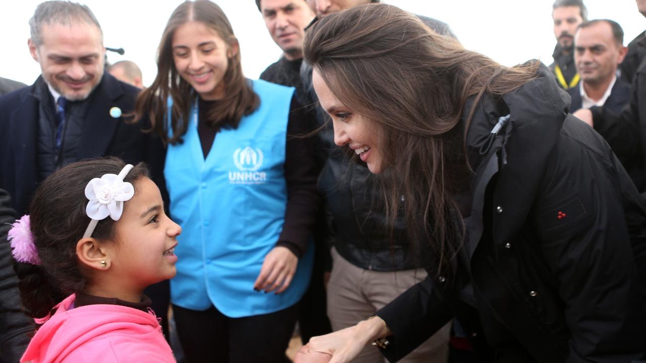 Анджелина Джоли снова пообщалась с сирийскими беженцами в Иордании