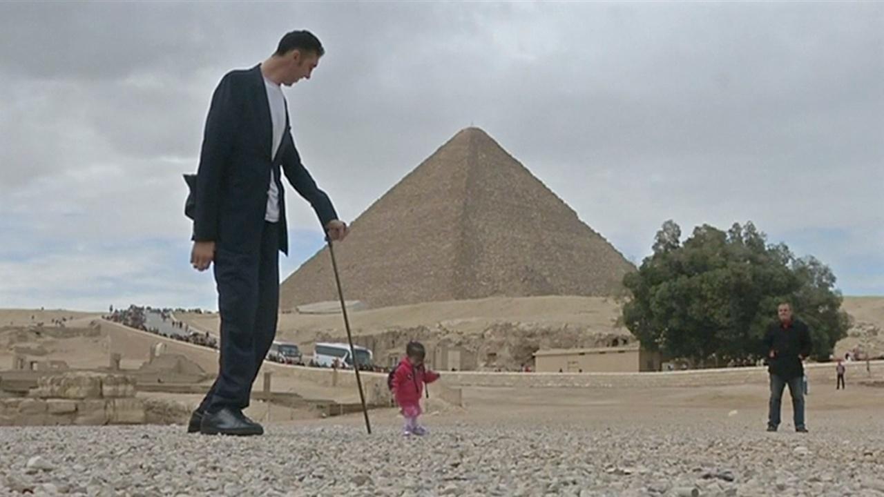 Самый большой и самая маленькая приехали к пирамидам в Гизе