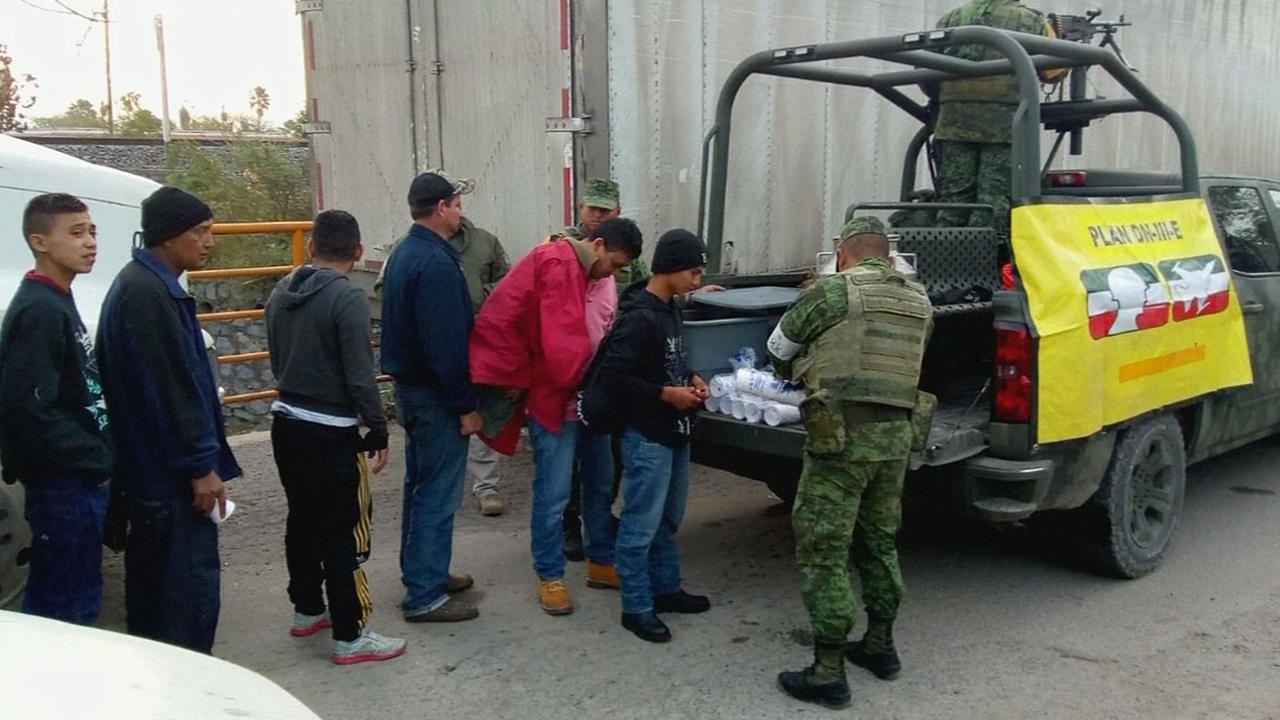 200 мигрантов обнаружили в двух грузовиках в Мексике