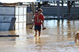 Тысячи боливийцев пострадали от наводнения