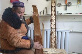 В Синьцзяне хранят традицию изготовления лыж, обтянутых шкурой лошадей