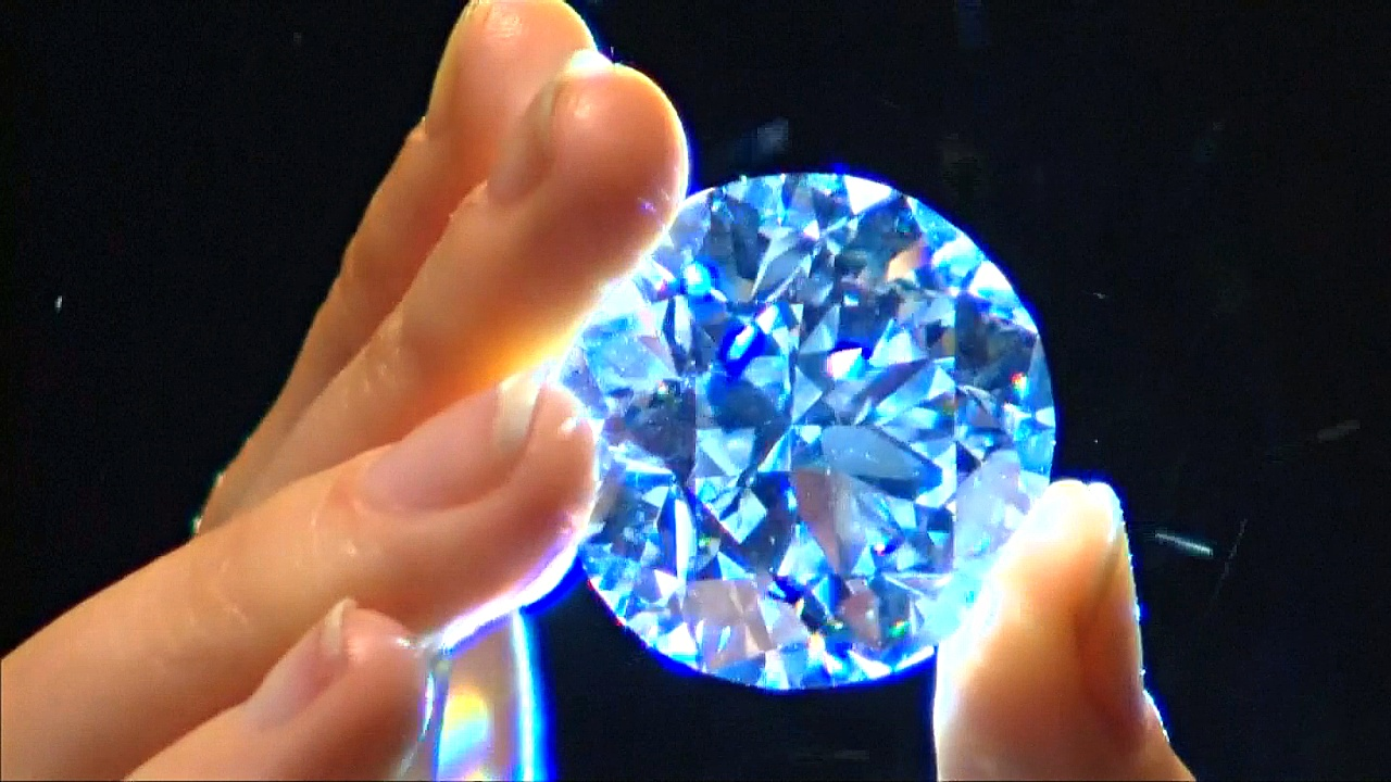 Редкий белый бриллиант весом в 102 карата продадут на аукционе
