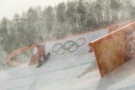 Сильный ветер мешает соревнованиям по горнолыжному спорту в Пхёнчхане