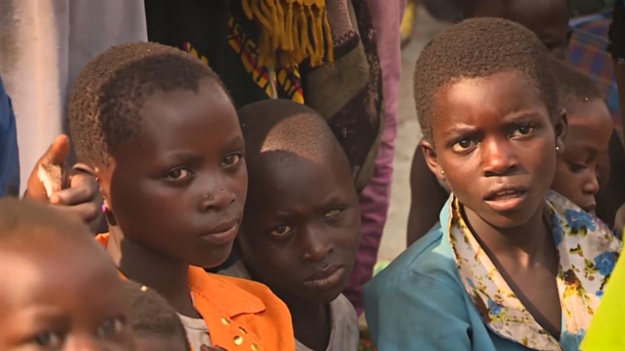Тысячи человек снова бегут в Уганду из Конго из-за межплеменного конфликта