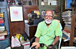 Индиец 80 лет собирал антиквариат и превратил комнату в музей
