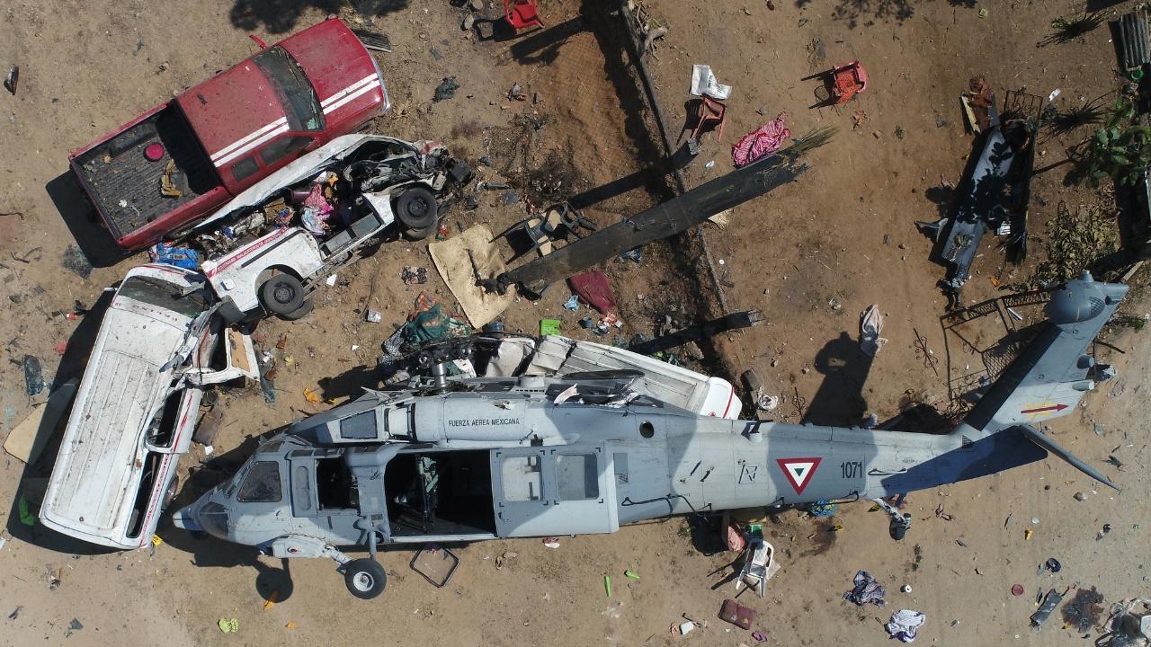 После землетрясения в Мексике: вертолёт с министром рухнул на людей