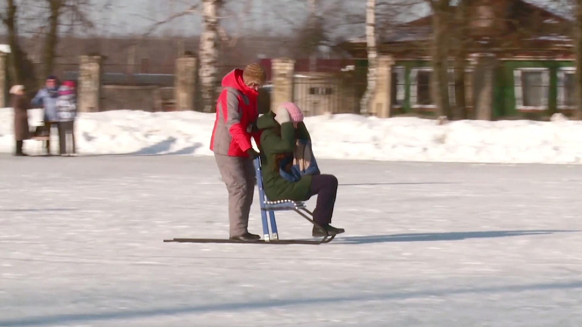Финские сани — любимый транспорт жителей российского городка Тумботино