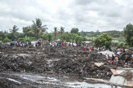 В Мозамбике свалка обрушилась на жилые дома, 17 погибших