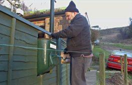 Британец придумал, как избавиться от собачьих экскрементов на газонах