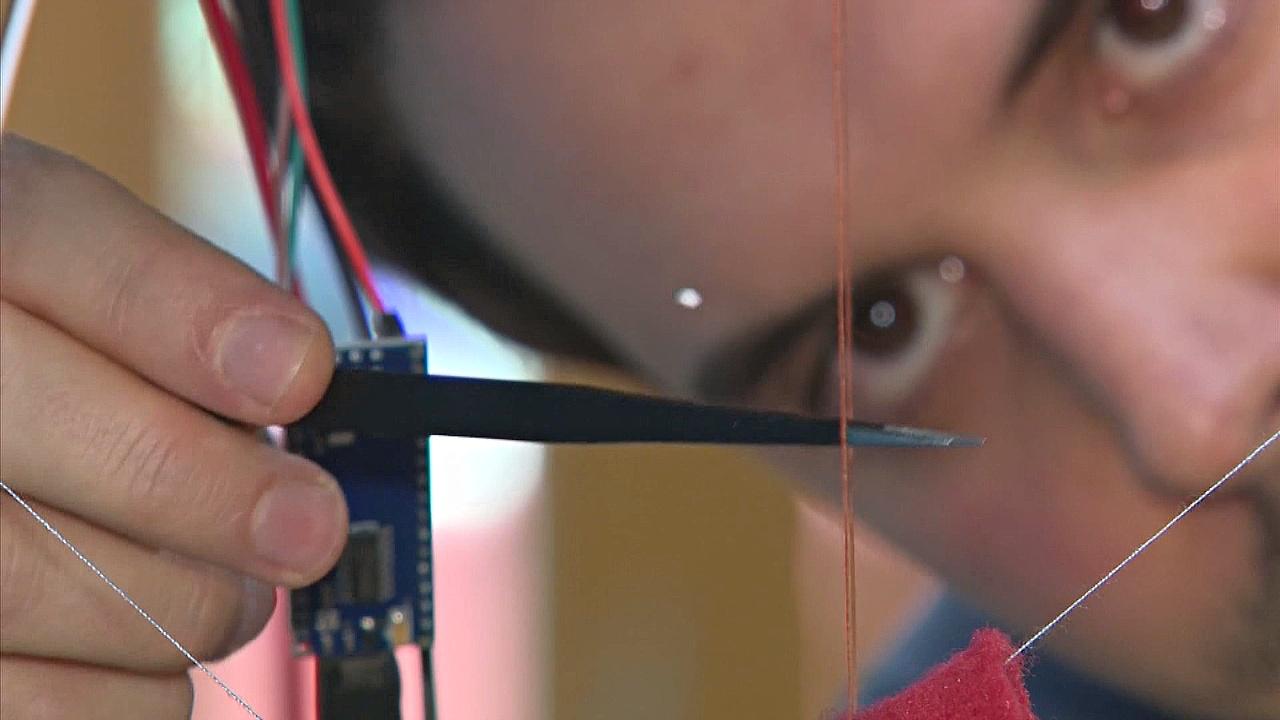 Учёные подняли объект в воздух с помощью звуковых волн