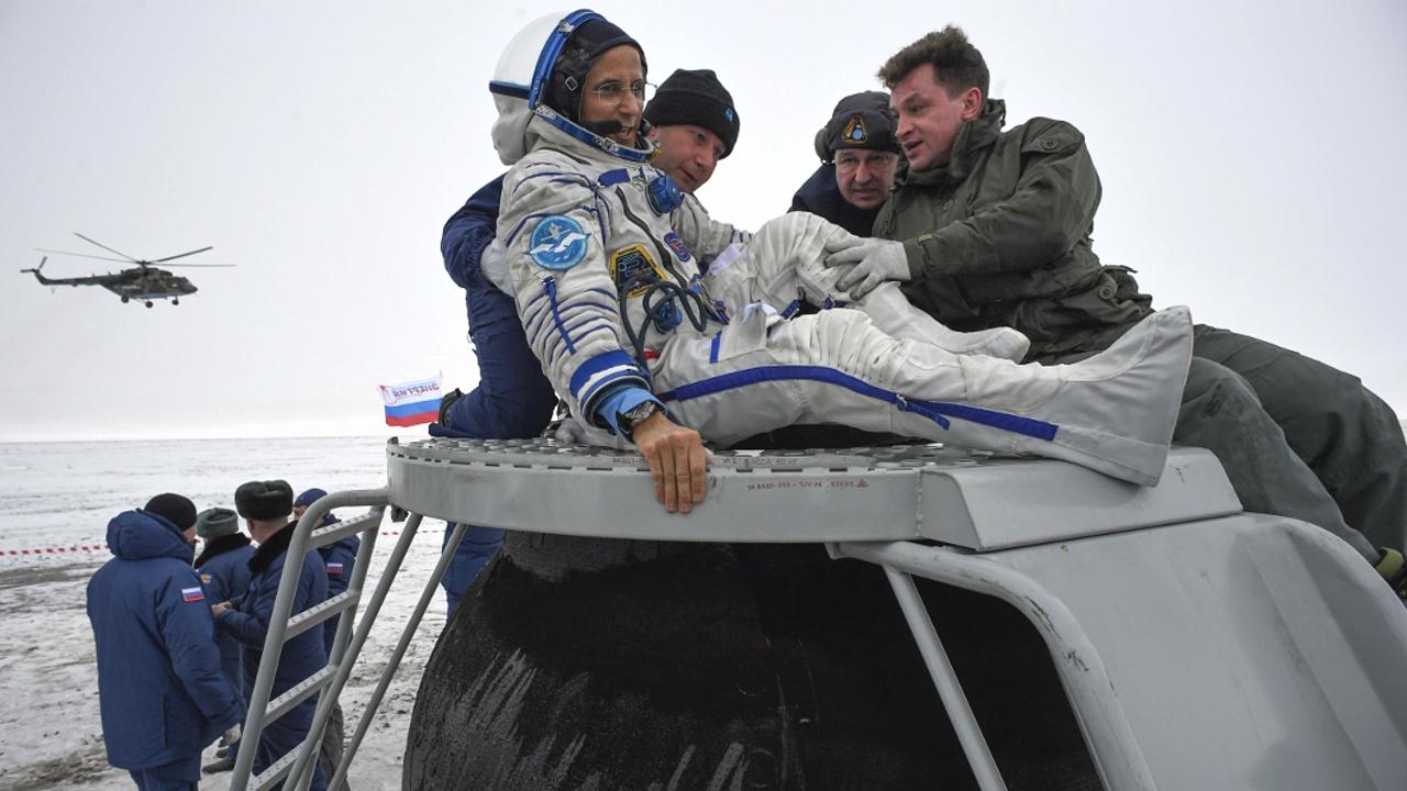 Экипаж МКС-54 успешно приземлился в казахстанской степи