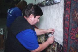 Традиции армянского ковроткачества хранит фабрика в Ереване