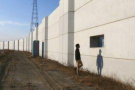 Спустя 7 лет после цунами японцы недовольны волнорезами