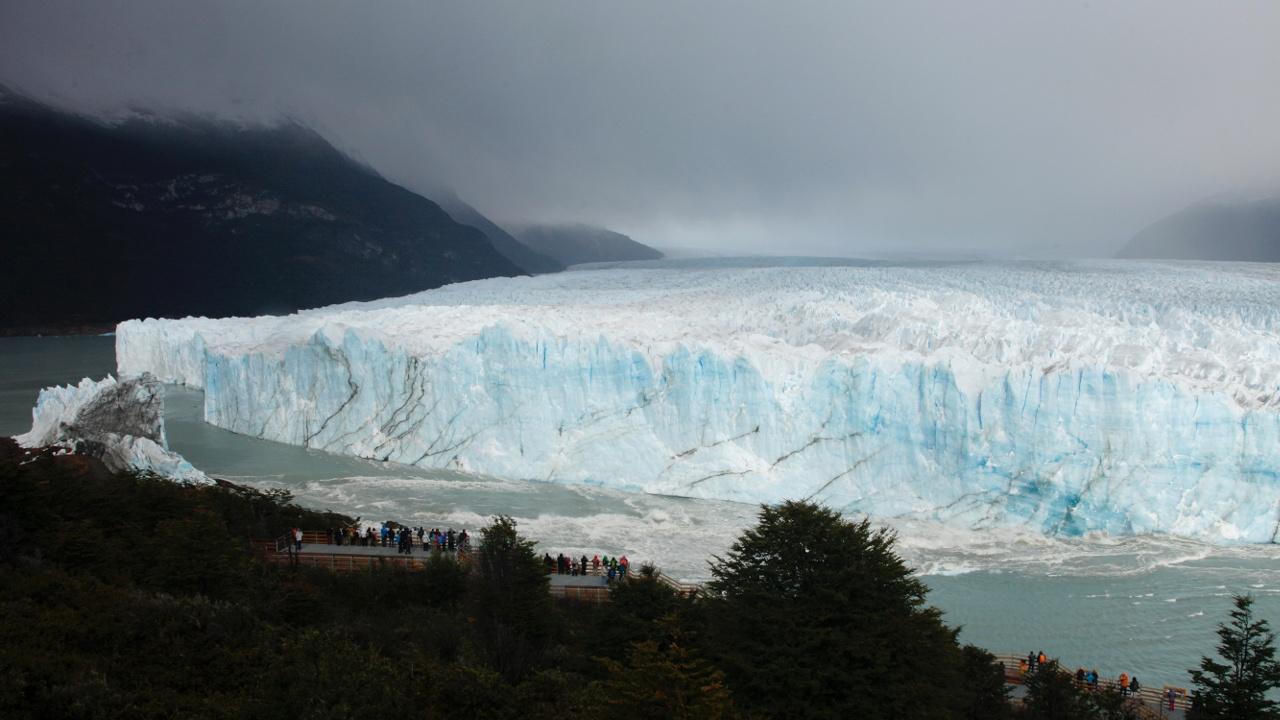Воды озера снова прорвали ледник в Аргентине