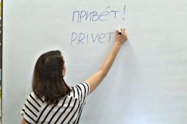 Футбольные болельщики учат русский язык перед Чемпионатом мира