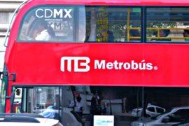 90 британских двухэтажных автобусов выехали на улицы Мехико