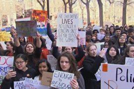 Школьники в США ушли с уроков на общенациональный протест против продажи оружия