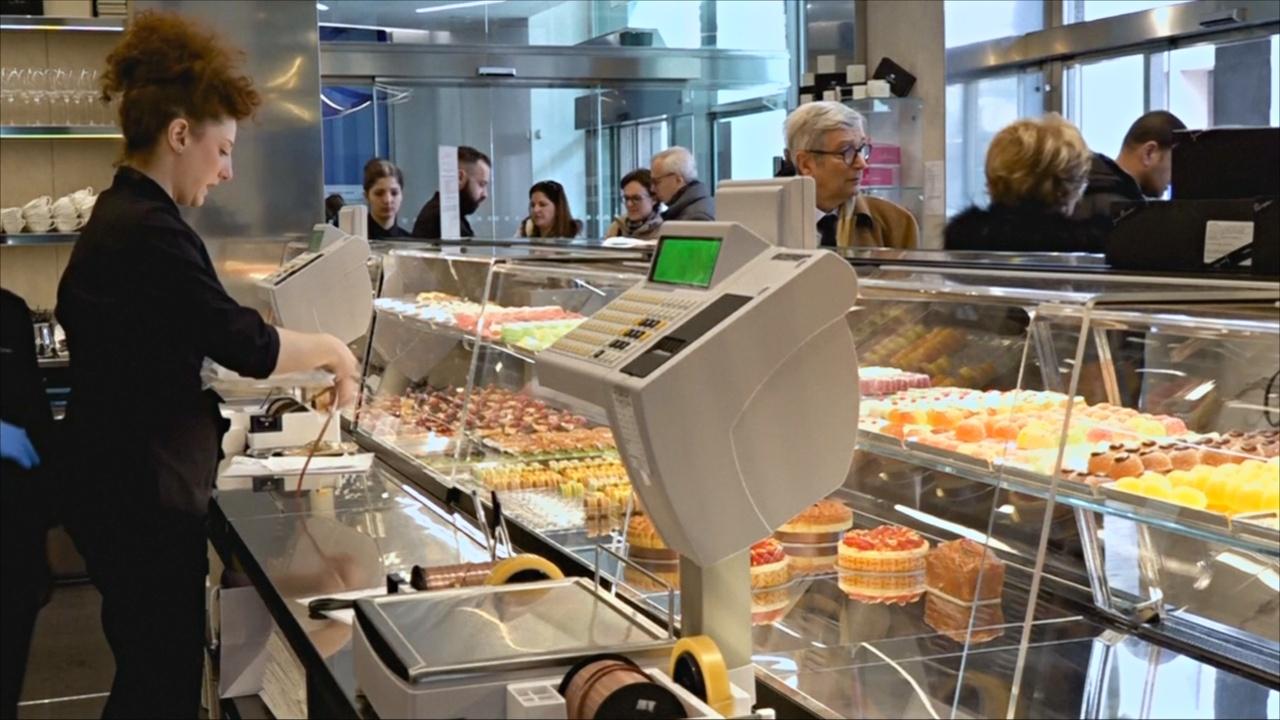 Миланский банк привлекает клиентов пирожными