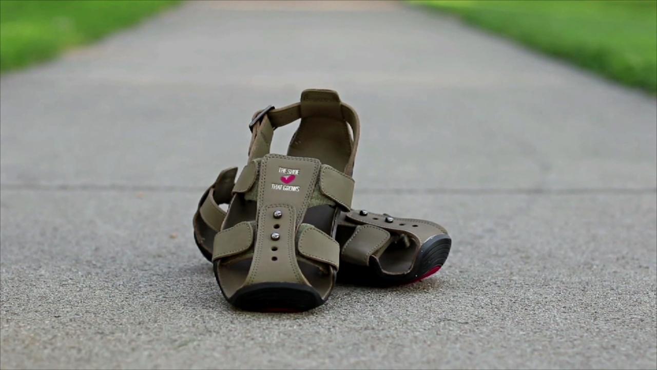 Обувь кенийских детей растёт вместе с ними