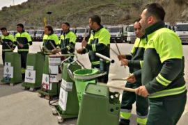 Как турецкие мусорщики играют на мусорных баках