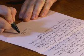 Старомодные письма на бумаге помогают супругам укрепить отношения